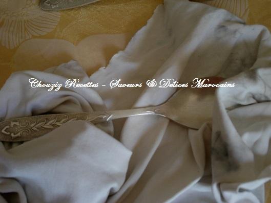 comment nettoyer les cuill res fourchettes couteaux en. Black Bedroom Furniture Sets. Home Design Ideas